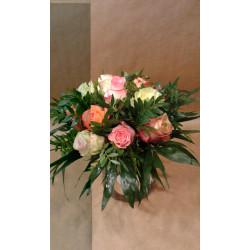 Bouquet rond de roses variées